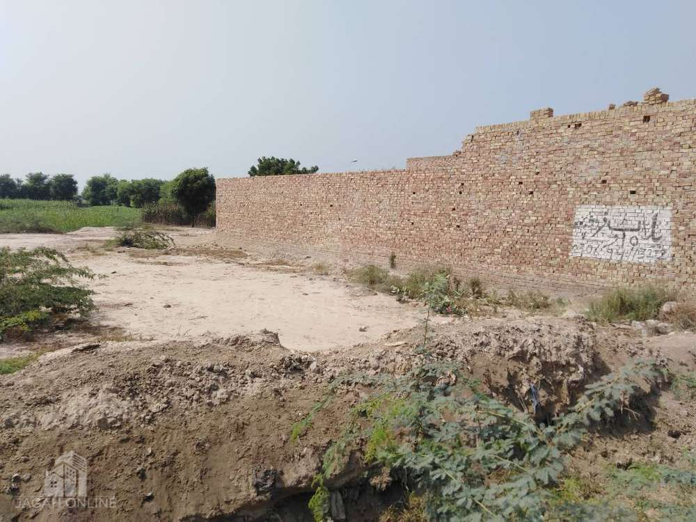 10 marla plot for sale on road